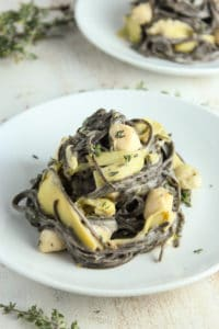 Healthy Pasta with Bay Scallops and Creamy Cauliflower Sauce – The Fitchen
