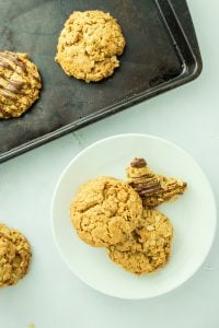 Peanut Butter Oatmeal Cookies – I LOVE these cookies. They're awesome, easy vegan peanut butter cookies.