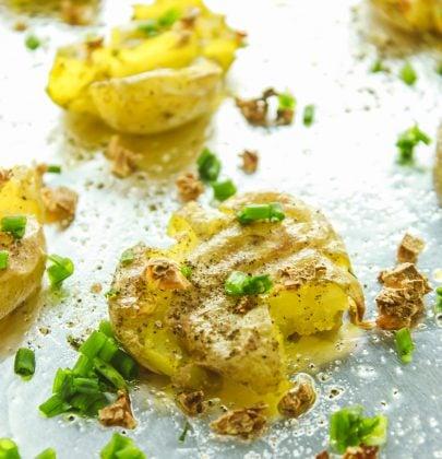 The Easiest Garlic Smashed Potatoes
