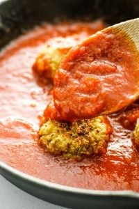 Herbed Cauliflower Quinoa Meatballs - Super EASY vegetarian meatball recipe! Love this with red sauce, alfredo, or pesto. Dinner idea or meal prep!