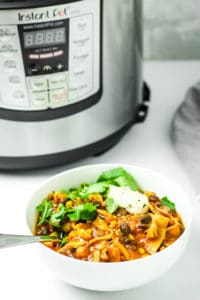 15 Minute Instant Pot Vegan Chili - The easiest chili EVER. Dump everything into the instant pot, wait 15 minutes, and enjoy. Completely vegan with gluten free option.