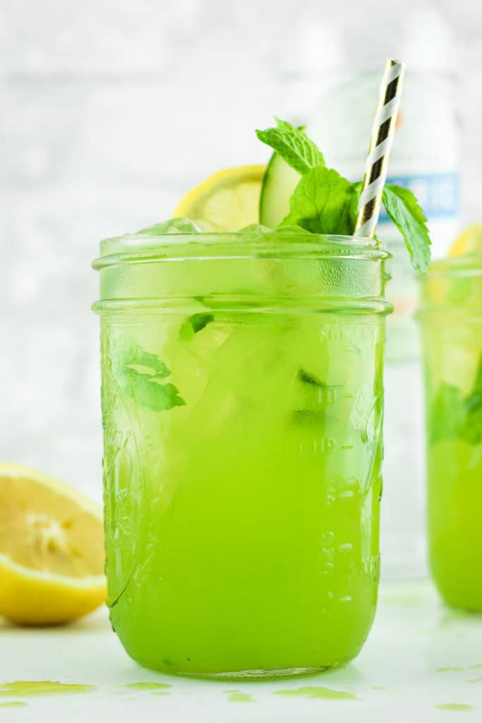 Cucumber Vodka Lemonade - FAVORITE summer cocktail recipe. Made with cucumber vodka, lemonade, fresh cucumber, and a dash of mint. SO refreshing!