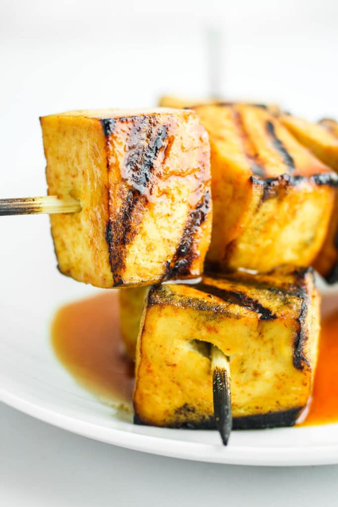 Sweet and Spicy Grilled Tofu – Easy grilled tofu skewers! Made with a sweet and spicy sriracha marinade. These are such a good vegan barbecue recipe. #vegan #barbecue #grilled #tofu #kabobs