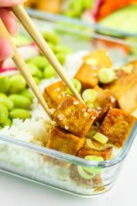 Tofu Poke Bowl Meal Prep - Tofu poke bowls! Love these for a vegan meal prep recipe. So easy to make and super filling! #vegan #mealprep #tofu #pokebowl #vegetarian