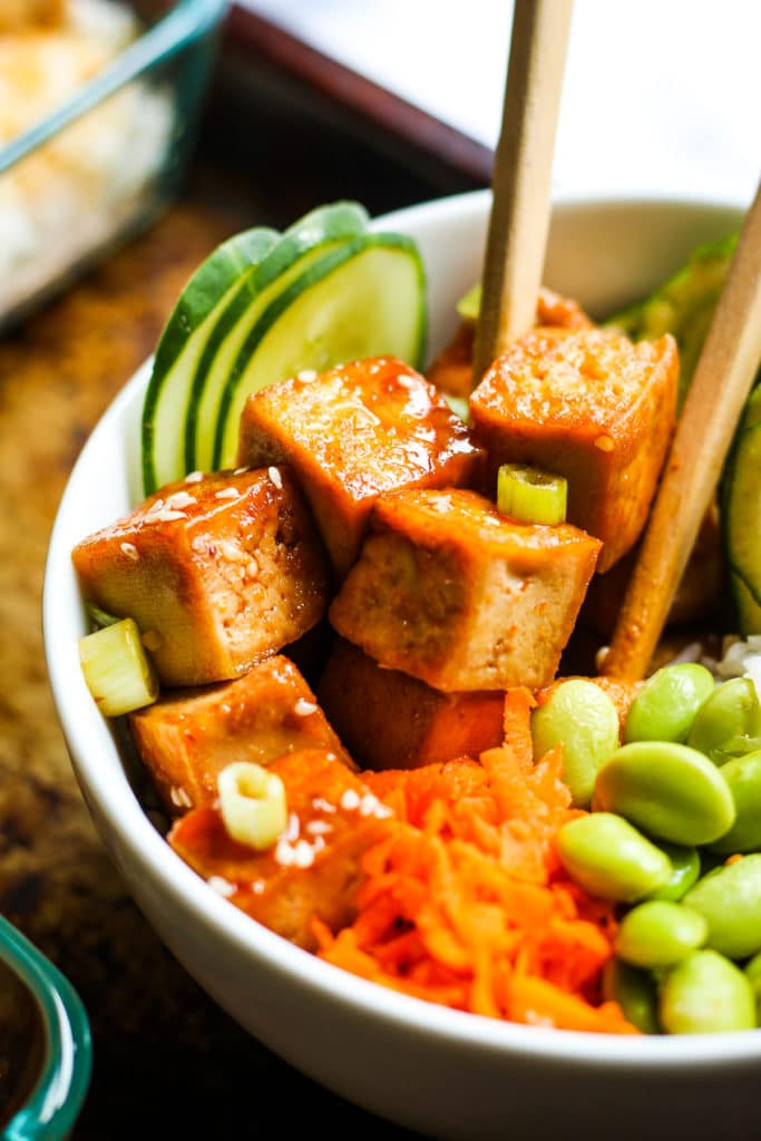 Tofu Poke Bowl Meal Prep - Tofu poke bowls! Love these for a vegan meal prep recipe. So easy to make and super filling! #vegan #mealprep #tofu #pokebowl #vegetarian