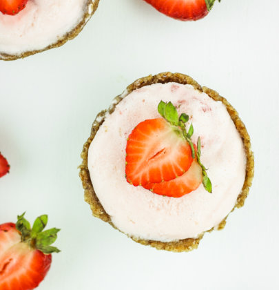 "Strawberry Frozen Mousse ""Cheesecakes"""
