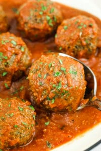 Quinoa Mushroom Meatballs - These are the BEST vegan meatballs I've ever made. They taste meaty, savory, and herby. Perfect for spaghetti, veggie noodles, or meal prep. #vegan #glutenfree #vegetarian