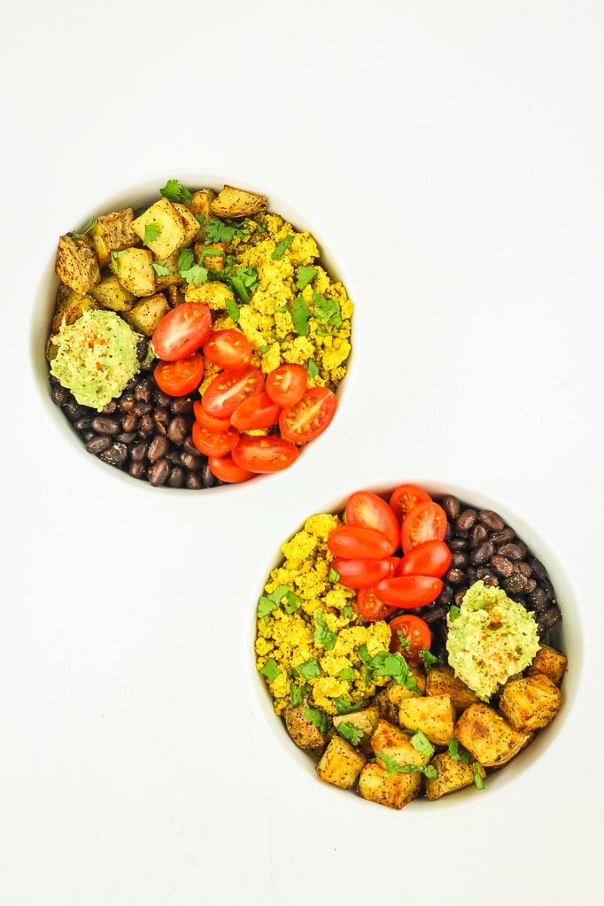 Tofu Scramble Breakfast Bowls - Vegan meal prep breakfast idea! This tofu scramble is super easy to make and the roasted potatoes are perfect. Great meal prep for beginners!